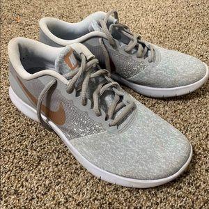 Women's Nike running shoes size 8- EUC!!